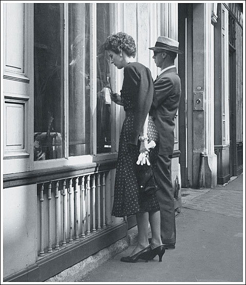 George Stacey and Babe Paley antiquing in Paris